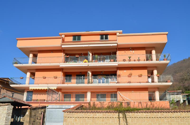 Appartamento con terrazzo e giardino a Monteforte Irpino
