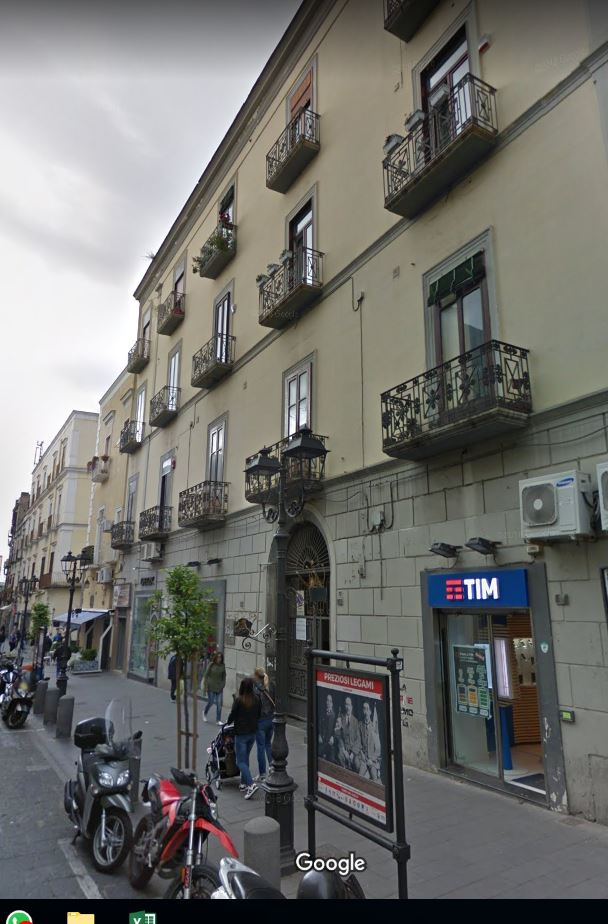Locale commerciale a Torre del Greco