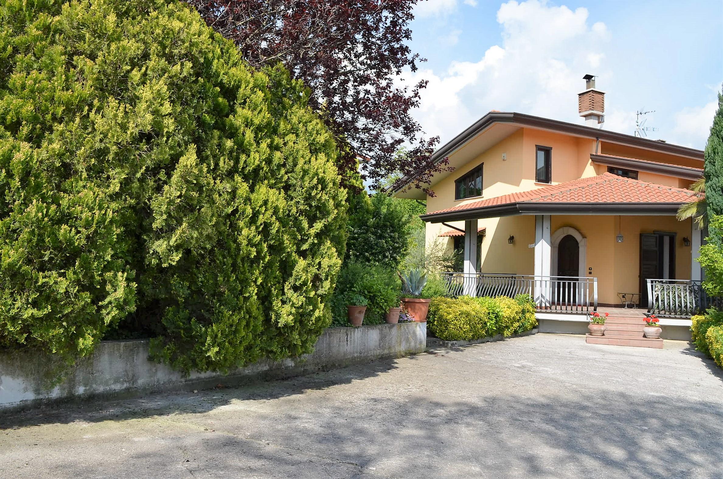 Villa indipendente con terreno di circa 2500 mq ad Alvanella
