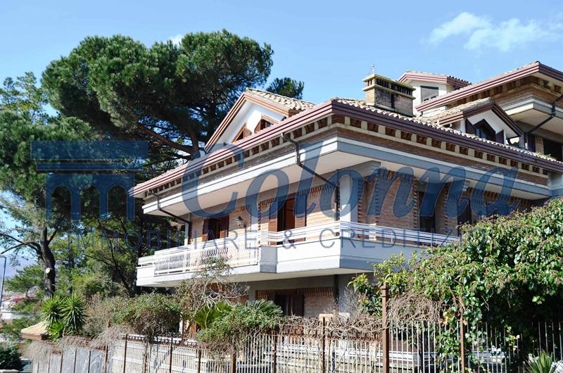 Villa con giardino in zona Cappuccini