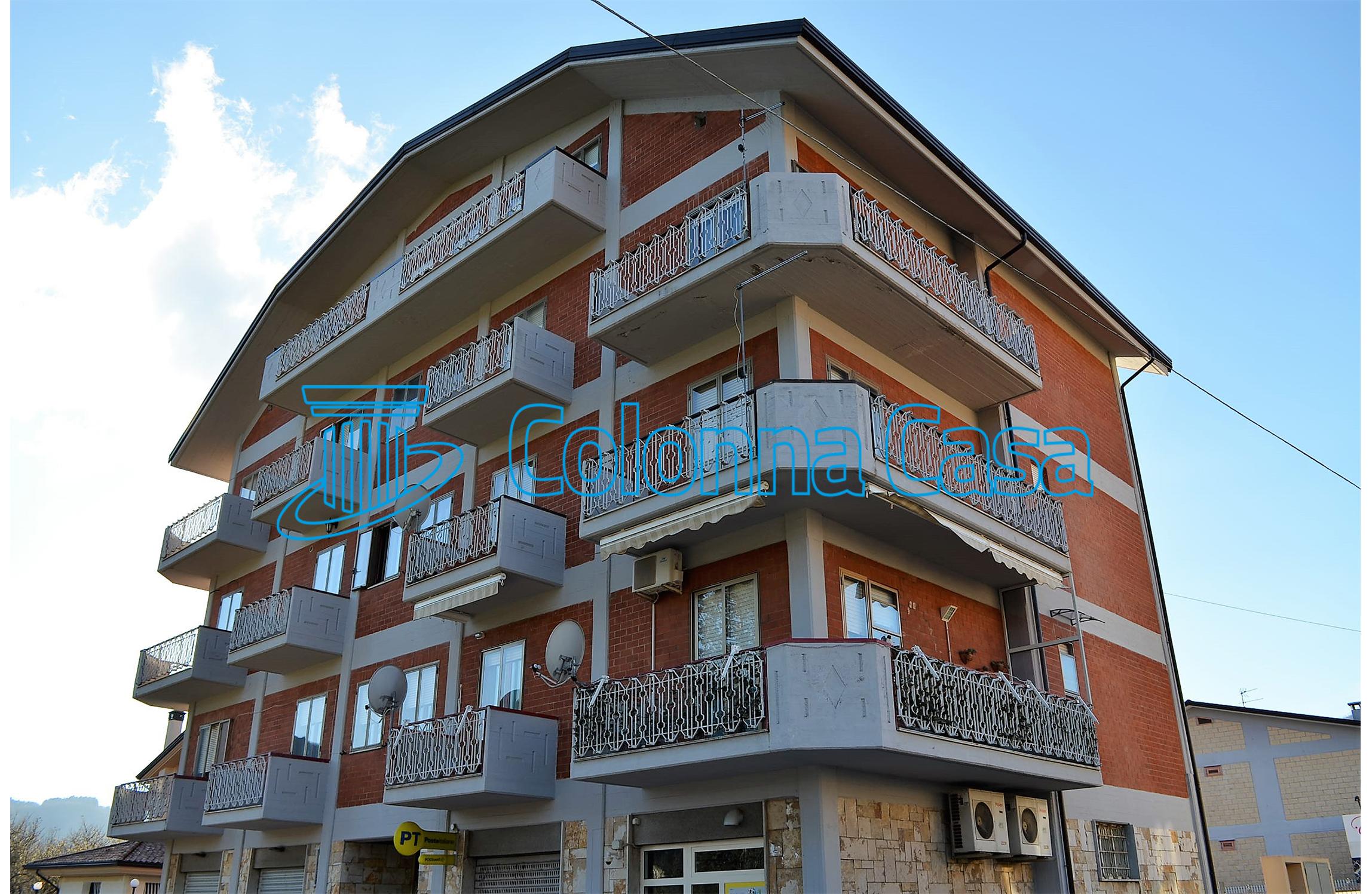 Appartamento con cantina e box a Forino