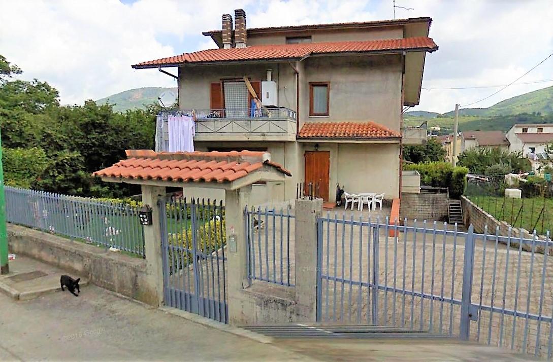 Forino (AV) villa con mq. 400 giardino