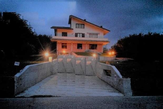 Villa indipendente con terreno di circa 2000 mq a circa 10 km da Avellino