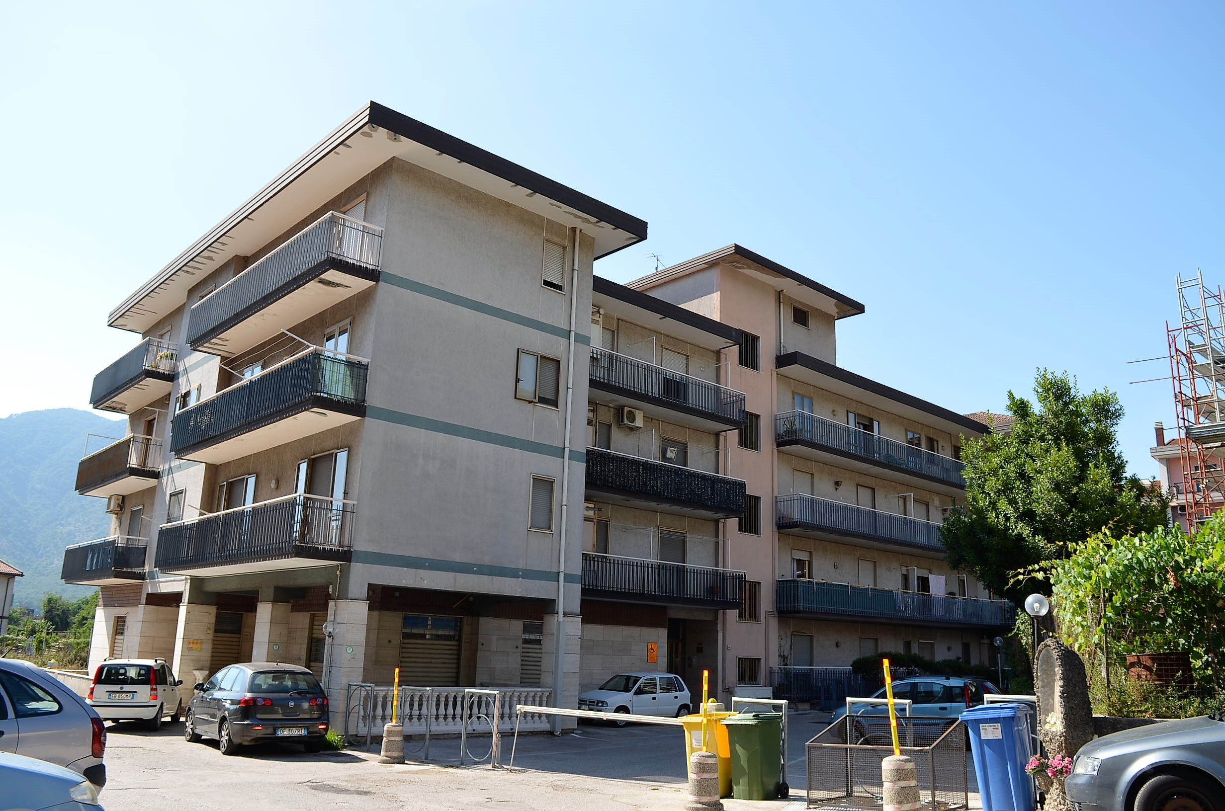 Appartamento con sottotetto e box auto a Montoro