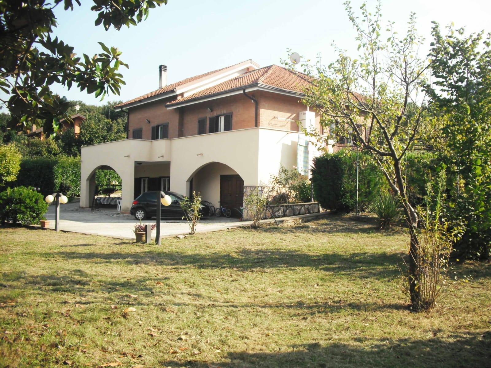 Prestigiosa villa a Contrada S. Eustachio con terreno di circa 5000 mq