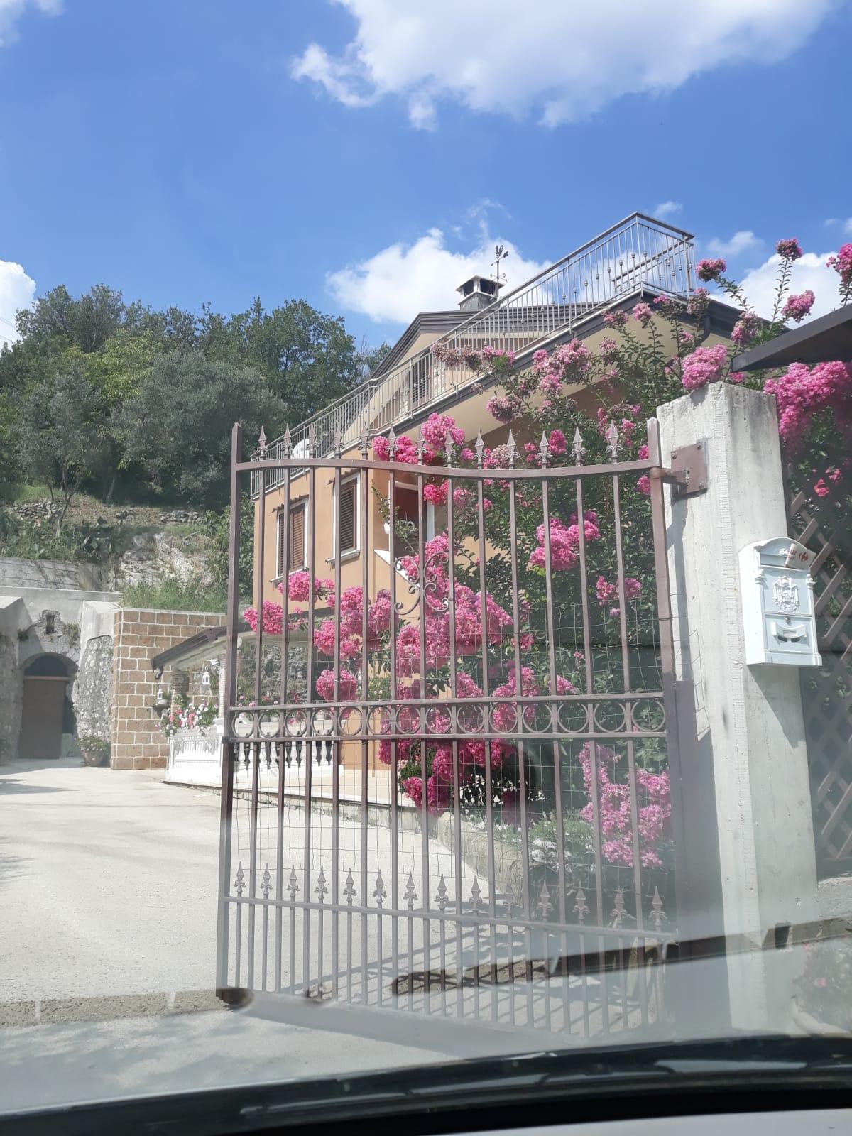 Villa indipendente con terreno di 2500 mq a Montoro