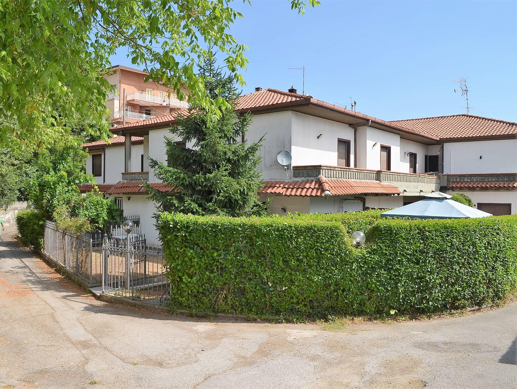 Candida (AV) Villetta con giardino al centro del paese