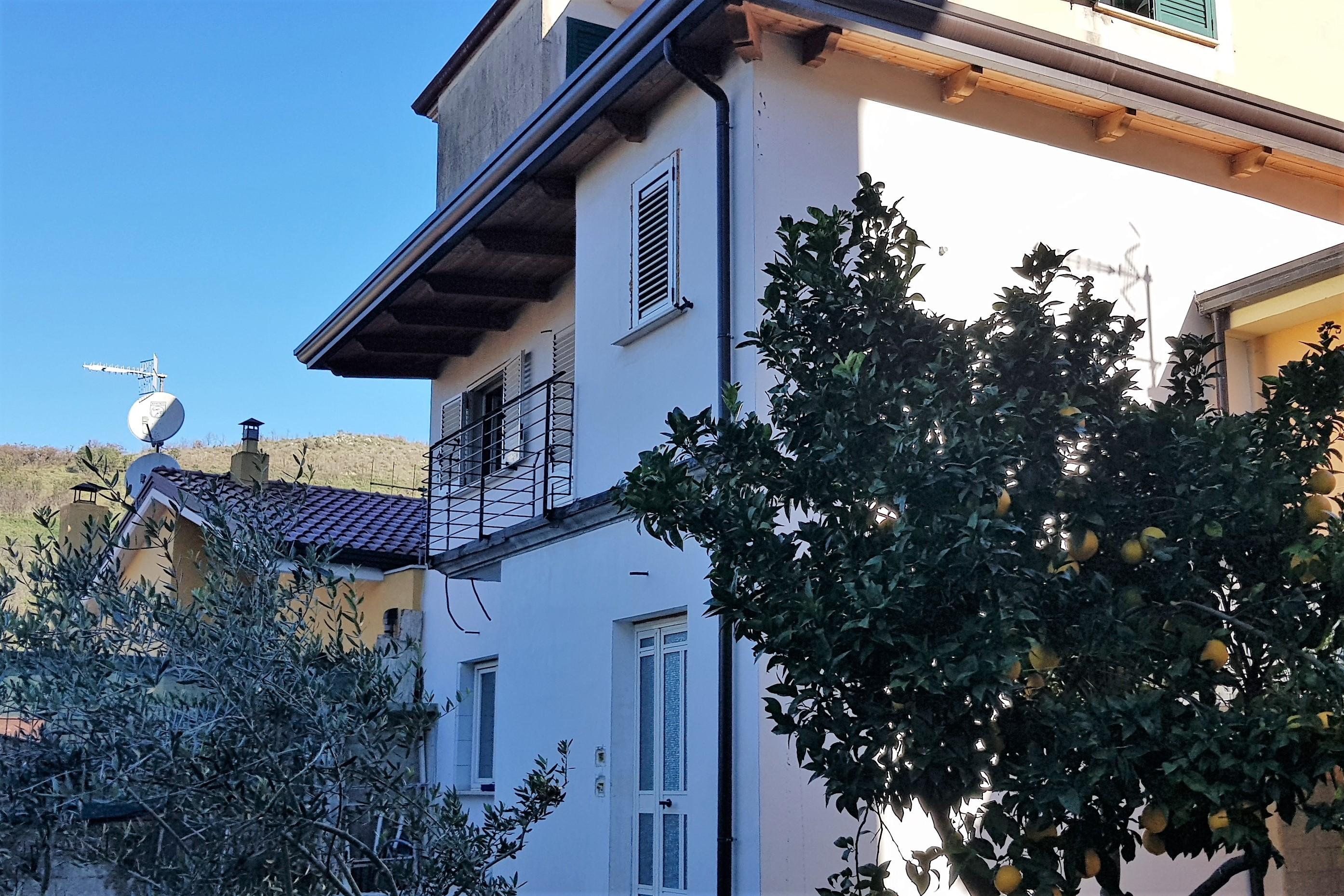 Montoro (AV) Casa semindipendente con giardino