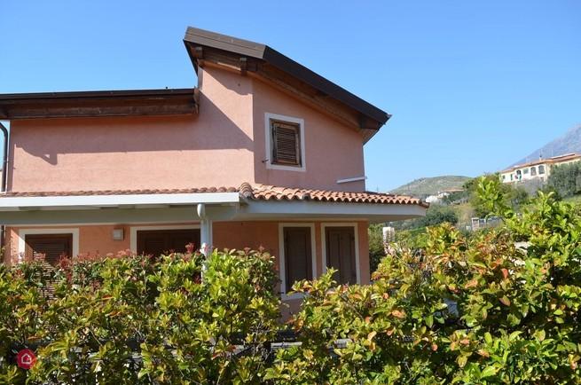 Belvedere Marittimo (CS) Villa a schiera con giardino