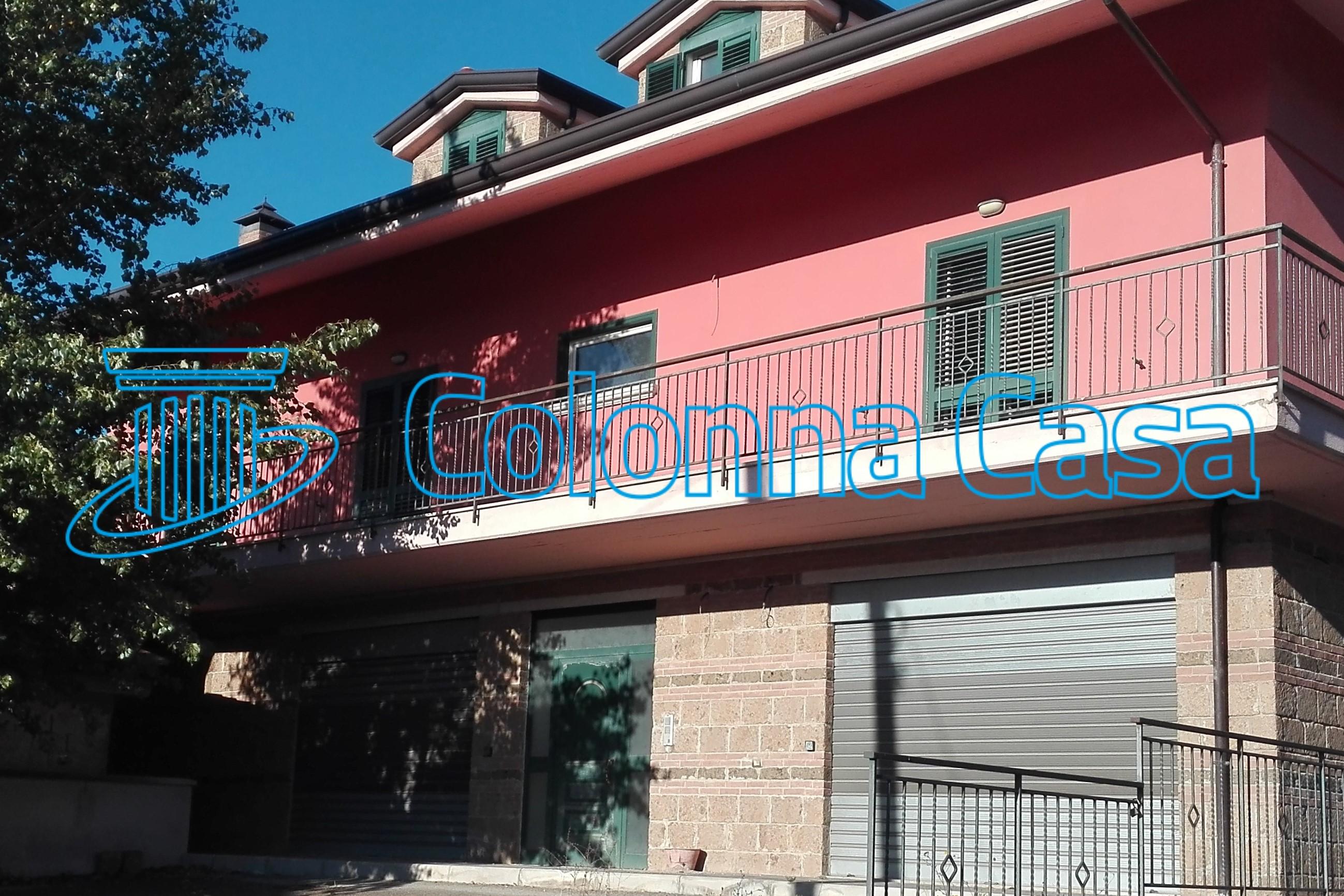 Avellino (AV) Fabbricato indipendente mq 550 con terreno mq. 1500