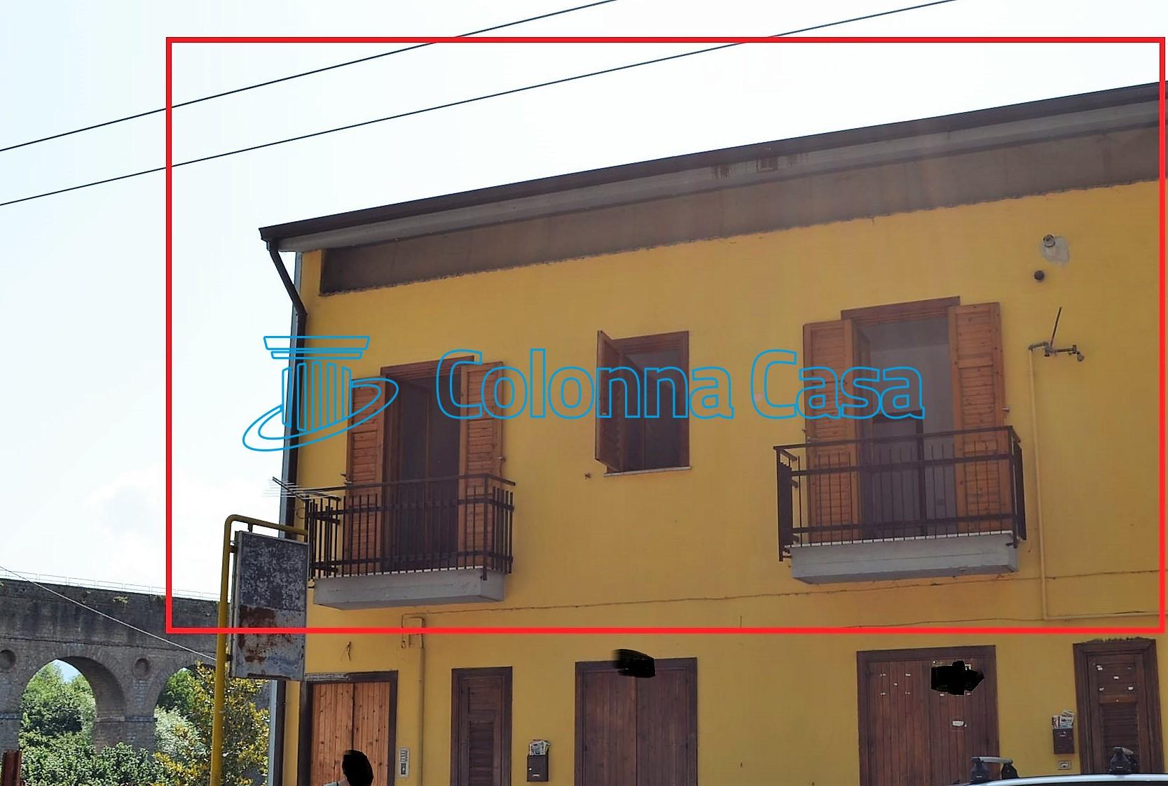 Avellino (AV) Appartamento su 2 livelli con cantina e giardino