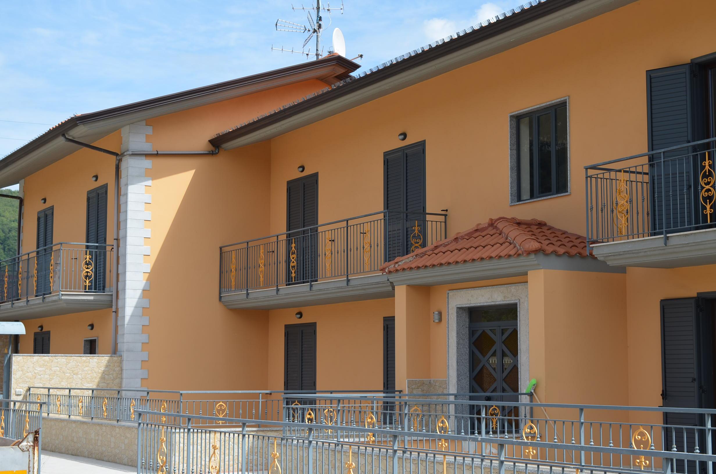 Forino (AV) Appartamenti in villa con terrazzo e giardino