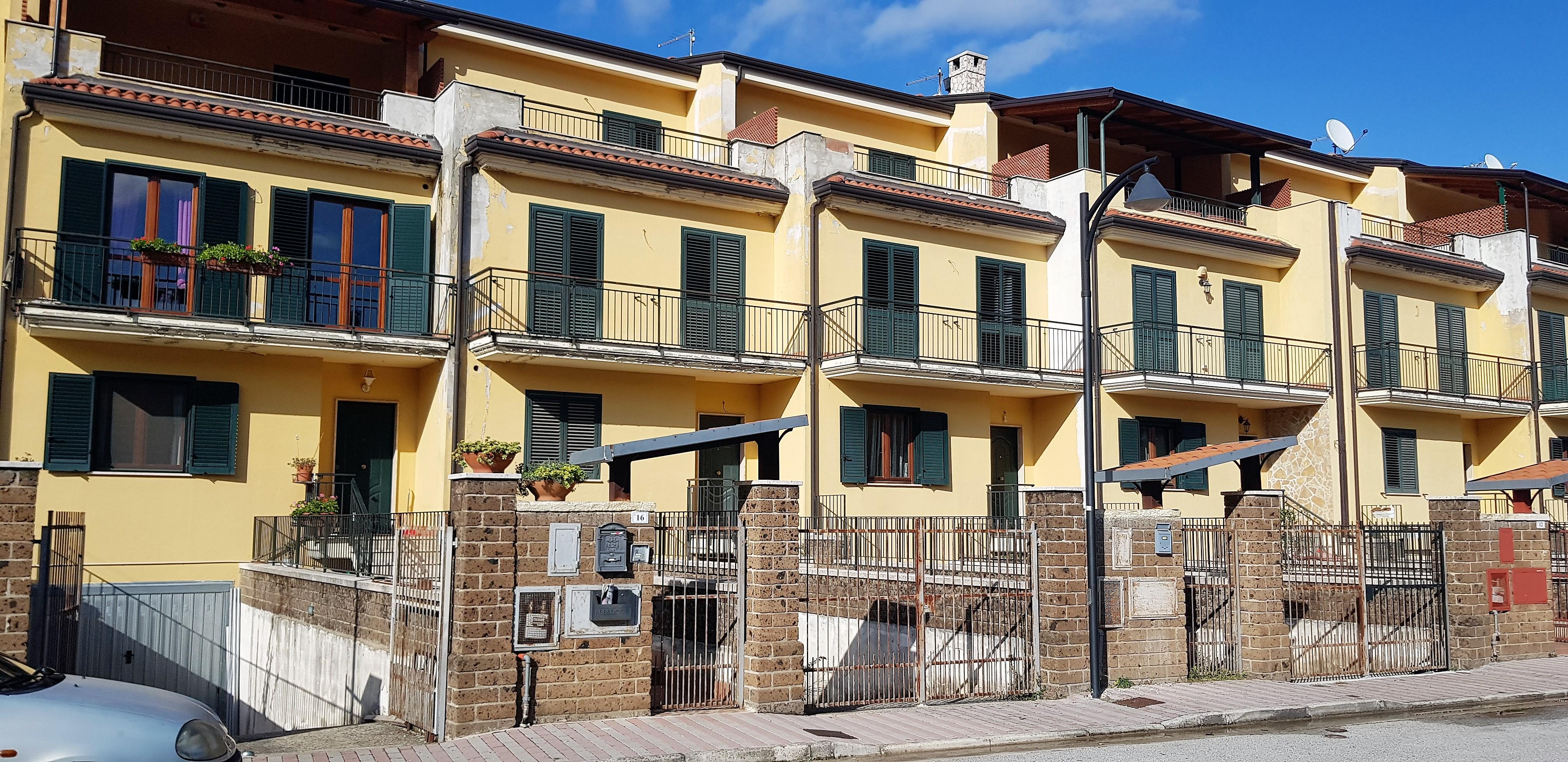 Forino (AV) Villa a schiera su 4 livelli con giardino