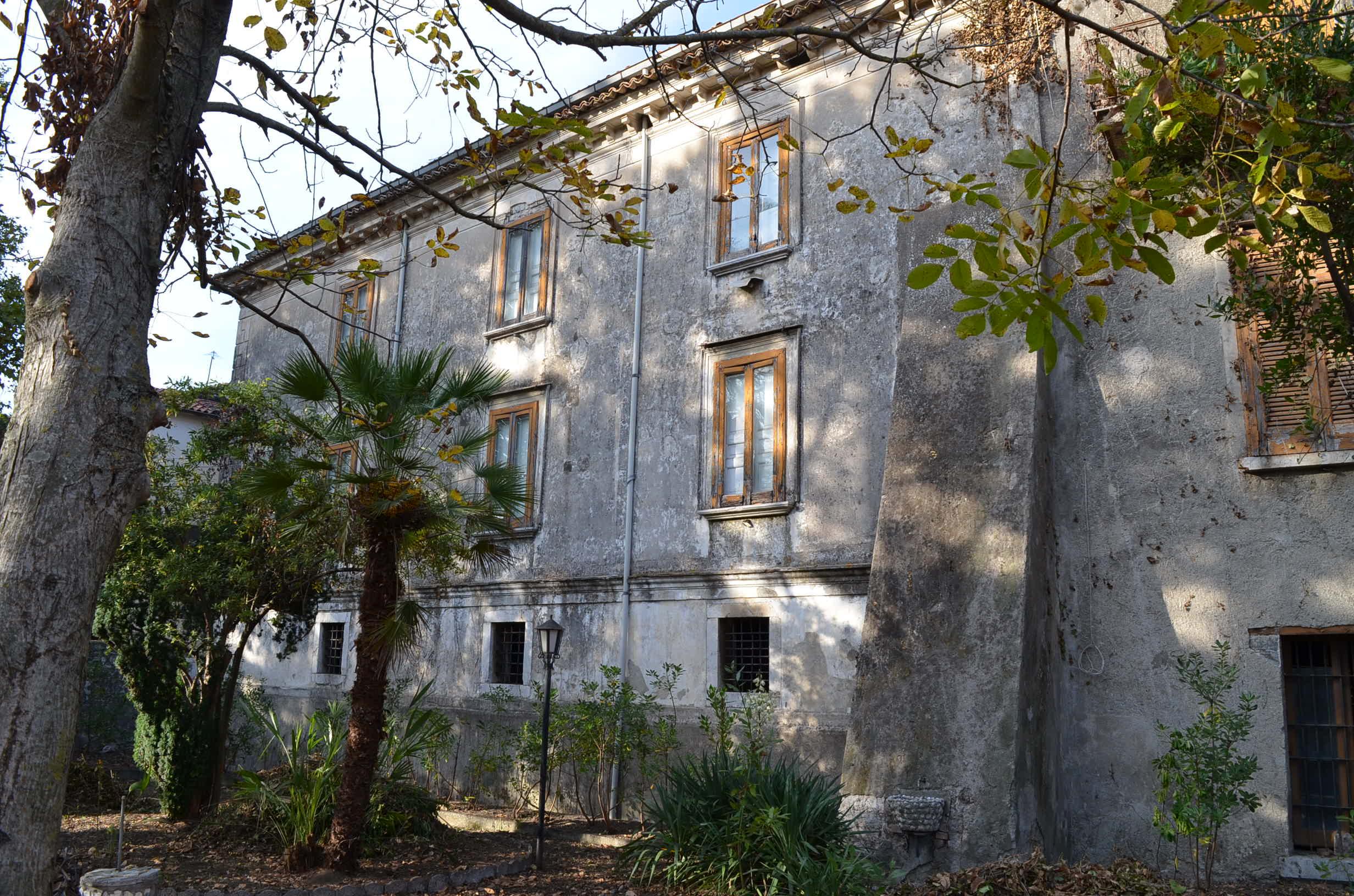 Forino (AV) Palazzo storico con giardino