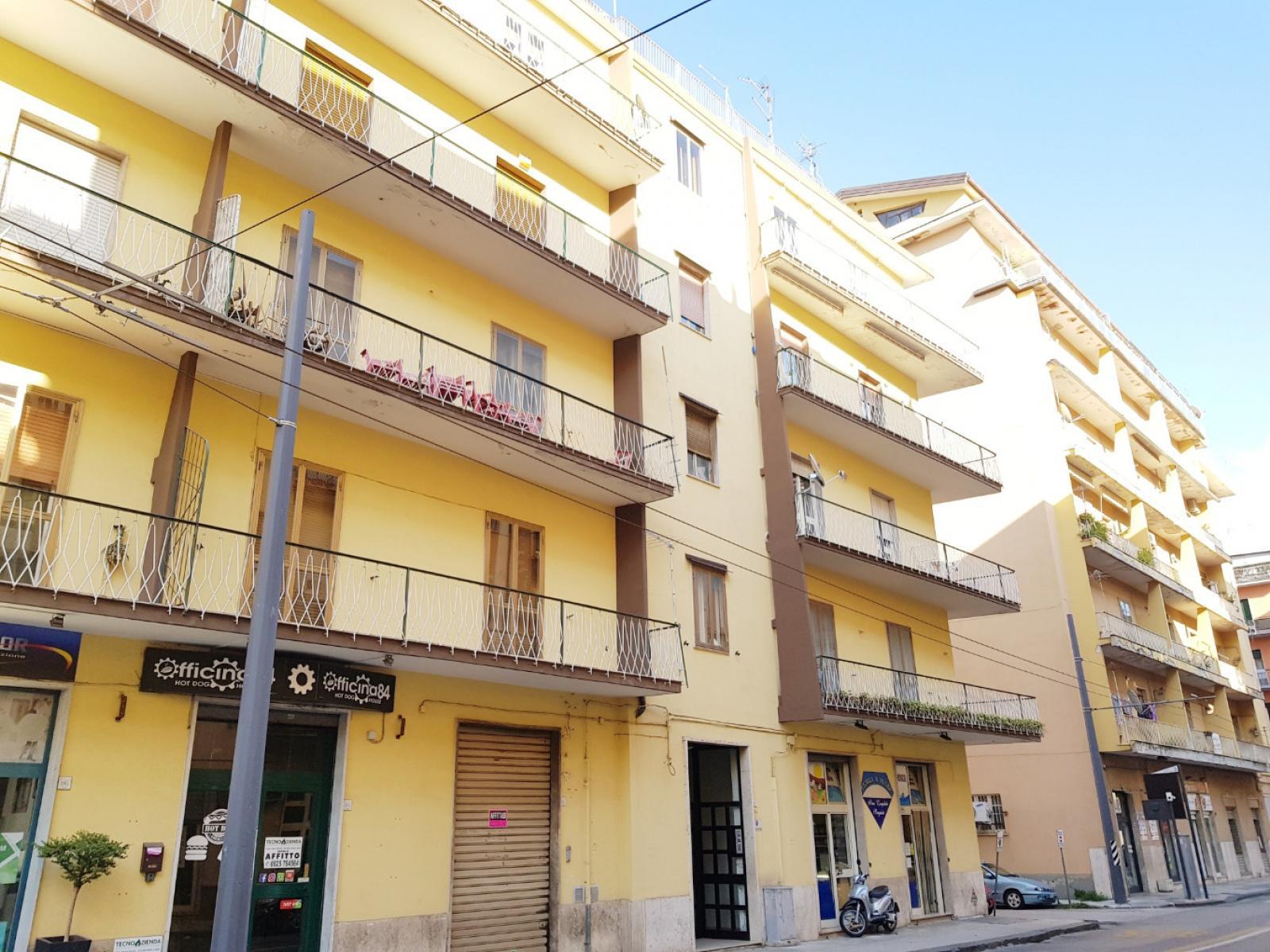 Avellino (AV) Via Guarini 4 vani con cantina
