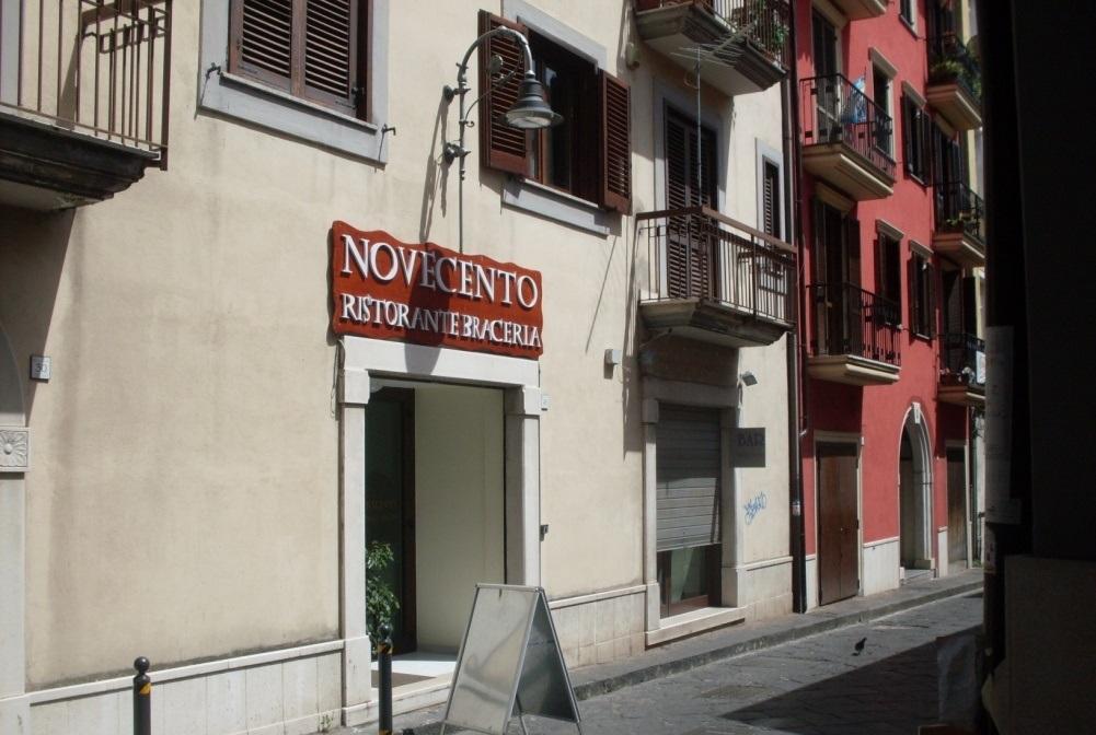 Avellino (AV) Locale commerciale in via Modestino Del Gaizo