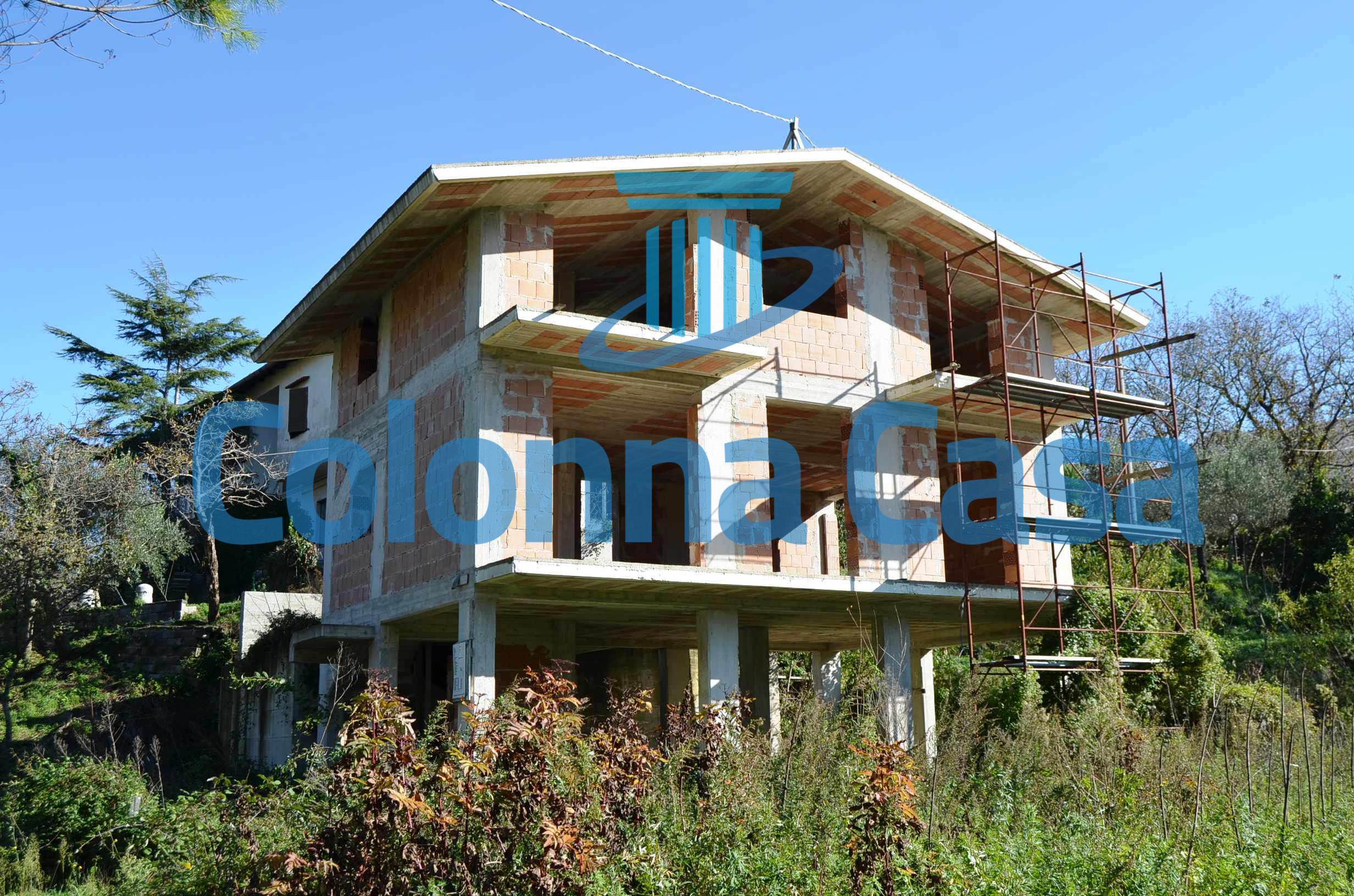 Montoro (AV) Villa grezza con terreno a Torchiati